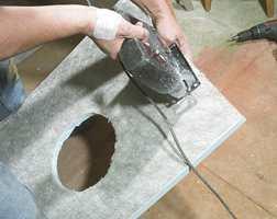 Platene er laget av polystyren, de er ekstremt tette, garantert mot sopp og fuktskader, og lette å bearbeide.