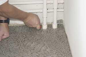 Vær nøye med detaljene, bruk noen ekstra minutter rundt rør og andre installasjoner.