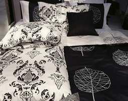 Sort -hvitt sengetøy i payslei-mønster er to aktuelle ting på en gang. Sengesettet Bordeaux er laget i deilig sateng.(Turiform/Nordisk Fjer)