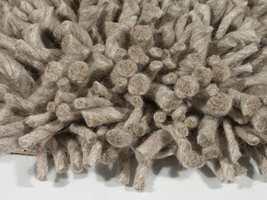 Velvet fra Cunera har ekstra lang pannelugg som er hele 80 med mer tykk.