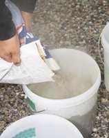 Følg alltid produsentens anvisninger om blandingsforhold når du blander lim.