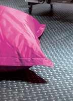 Det finnes mange gulvvarianter med røffe mønstre for de som er ute etter en mer industriell stil. Denne kolleksjonen er fra INTAG.