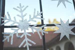 Hils gjestene med julepynt allerede fra vinduet!