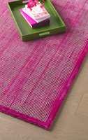 Det er flere muligheter for plassering av løse tepper rundt sengen på soverom. Her er noen gode forslag.