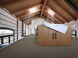 Kvadratene er 50 cm x 50 cm, mens treplankene er smale planker i formatet 25 cm x 100 cm.