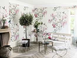 <b>HAGESTUE:</b> Engelske Sanderson er en klassisk leverandør av blomstermotiv. Deres kolleksjoner kan inspirere til en hel hagestue. Intag fører Sanderson i Norge.