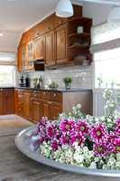 Å male innredningen er et godt alternativ for den som ønsker et nytt kjøkken til en rimelig penge. Familien i eneboligen i Drøbak valgte en noe spesiell maling, og nå fremstår kjøkkenet som flunkende nytt - og rustent!