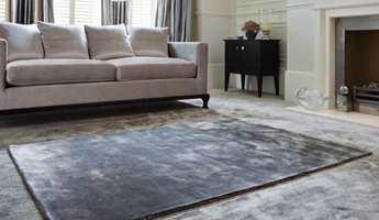 Tepper gjør godt for kalde vinterføtter. Det avpassede teppet fra Jacaranda Carpets/INTAG gjør gulvet varmt og godt.