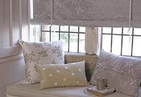 Klassisk britisk design med en moderne vri med broderte silke- og linstoffer fra James Hare.
