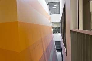 <b>AKUSTIKK:</b> Skolens musikkrom og teater er etablert i en egen, lydisolert konstruksjon i bygget.