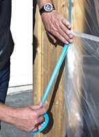 <b>DEKKEPLAST:</b> Dekkeplast med statisk elektrisitet klebrer seg til flatene og dekker godt.
