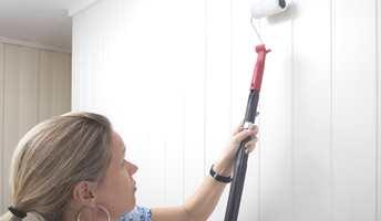 <b>RULL PÅ:</b> Ved å bruke rull på forlengerskaft, går jobben raskere og du får et jevnt og godt sjikt med maling. (Foto: Jordan)