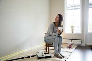 <b> SYSTEMATIKK: </b> Del i hodet opp flaten i seksjoner som du maler etter tur. Systematisk påføring gjør at du lettere får på like mye maling overalt. (Foto: Jordan)