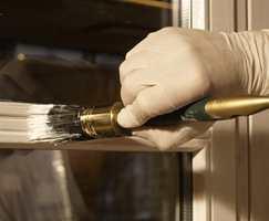 - Skal man for eksempel male en sprosse på et vindu, er en liten, rund pensel et naturlig valg, sier malermester Ole Andreas Klaveness.