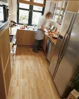 Eik er den mest populære parkett i Norge. Her er det benyttet Eik Abisko 3-stav fra Forbo Flooring.