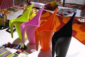 Über-modern, der Ikea har fulgt godt med i timen med sine fargerike kanner.