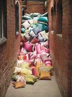 Sammen med tekstildesigneren Clarissa Hulse har Harlequin laget flotte interiørtekstiler som kan brukes til puter.