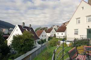 I naturen blir et hvitt hus meget synlig, men i et nabolag med flere andre hvite hus, fremheves det ikke like godt.