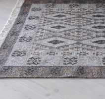 Teppet Kelim føres av InHouse Group.