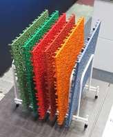 «Bergoplattan» er en svensk oppfinnelse som finnes i mange farger og mønstre. Det er ergonomisk og har god lyddemping.