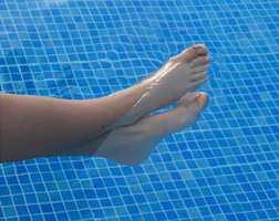 Begynn gjerne en ny poolsesong med en sjekk av rengjøringskemikaliene!