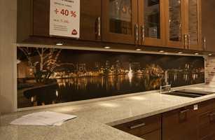 Inspirasjon Interiør satser stort på salg av fototapet over kjøkkenbenken.