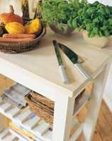 <b> UTSATT – IKKE UTSETT: </b> Ikke utsett overflatebehandling av kjøkkenbenker i tre. Flaten er utsatt for stor slitasje. (Foto: Woca)