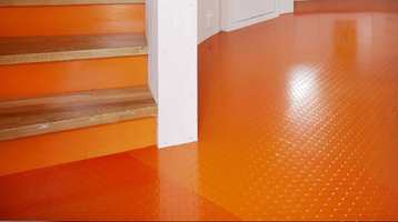 Med gummigulv kan du få et robust og tøft gulv i gangen. Velg et fargesterkt, så får du en skikkelig energiboost når du kommer inn døra! Her er gummigulv fra Polyflor.