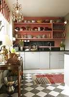 Ellen Skifjelds kjøkken etter det ble malt.