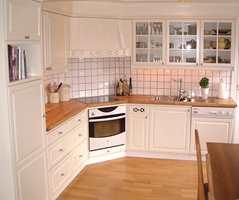 Etter: Kjøkkenet er blitt lakkert i en lys farge, og rommet virker mye større