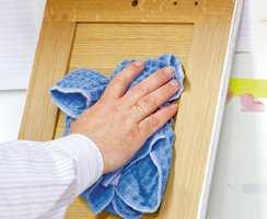 <b>VASK:</b> Det er en hovedregel at alle flater skal rengjøres godt før det påføres ny behandling.