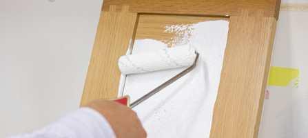 Forny kjøkkenskapene med maling! Slik gjøres det; steg-for-steg.
