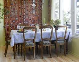 Det gamle interiøret oppleves helt annerledes og mye freshere, mot vårgrønne vegger, hvitmalt tak og lysnet gulv.