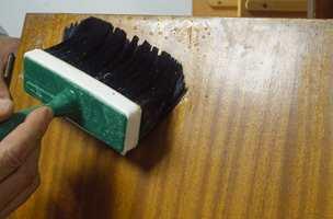 Vask overflaten. Vaskekost forenkler jobben.