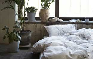 Det avslappende og koselige er den nye luksusen, sier de hos Høie, som har kalt et av høstens nye sengetøysett «Kongle».