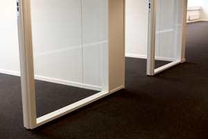 Det nye kontorbygget i Asker har tepper i alle kontorfløyer.