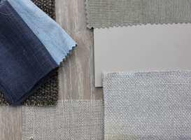 <b>BLÅ KONTRAST:</b> Med blå kontraster til den grå/beige basisen virker helheten luftigere og svalere. Tekstilene er fra Green Apple. (Foto: Bjørg Owren/ifi.no)