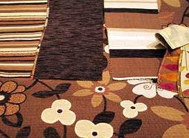 Møbelstoffene er som oftest ensfargete, men i pynteputer eller i deler av møbelet vil noen kontrastfarger og -mønstre bli brukt.
