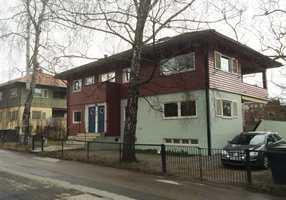 <b>VILLA:</b> Arne Korsmos røde villa i John Collets allé passer godt inn.