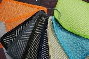 <b>VALGFRITT:</b> Det er stor variasjon i farger, mønster og størrelser. Du kan også bestille på mål og få det kantet.