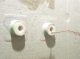 Tetningsbånd og membran brukes på overganger, som her ved rørstussene