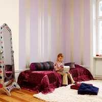 Brede striper kan man lage på frihånd med en effektmaling og en rull for glatte flater.