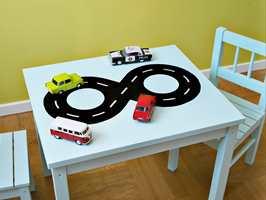 Å male om et lite bord er en enkel og kjapp oppgave som forvandler et rom.
