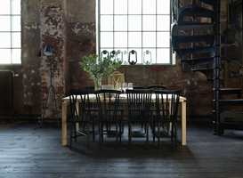 Et heltregulv i furu legges like gjerne i et urbant miljø som på en klassisk hytte.