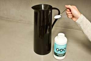 Krystallsoda fungerer utmerket ved rengjøring av blant annet kaffekanner.