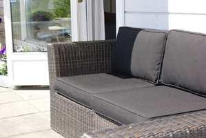Lekre loungemøbler er blitt populære i senere år. Enkel pleie gjør at det holder seg lekre lenge!