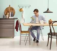 <b>KVALITET:</b> På kjøkkenet, særlig over benken, bør du bruke en maling som tåler litt mer. (Foto: Butinox Interiør)