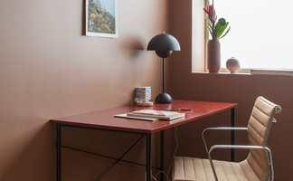 Planlegger du å skifte farge på veggene i stuen? Start med å finne stemningen du ønsker i rommet, deretter tar du opp jakten på den rette fargen, tipser erfarne fargesettere.