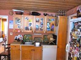 Interiørkonsulenten Ellen Skifjeld syntes det var som å stange i furu å komme inn på kjøkkenet før oppussingen.