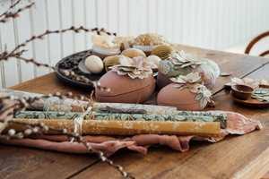 PÅSKEEGG MED TAPETDEKOR: Kom i påskestemning med utradisjonelle farger og flott dekorerte påskeegg.